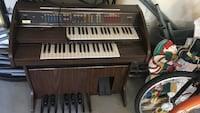 Keyboard organ antique  Kelowna, V1Y