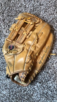 """Men's 14"""" Spalding Leather glove Competition Series."""
