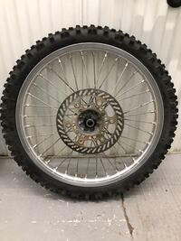 gray and black bicycle wheel 33 km