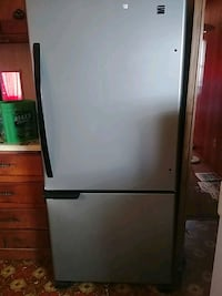 white top-mount refrigerator Surrey, V3T 4C8