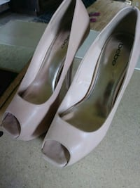 pair of white leather peep-toe heeled shoes Guntersville, 35976