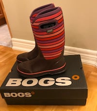 Bogs boots girl's size 5 Vaughan, L4H 2S8