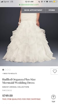 I'm selling my wedding stuff it's brand new still with the tags on it I'm selling everything for 500 it was over 800 dollar of stuff but I'll take $500 for everything  Baltimore, 21220