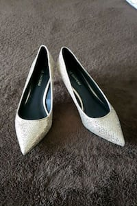 Size 6 Le Chateau heels Whitby, L1R 3R1