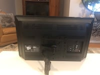 Toshiba 32 inch flat screen TV with arm mount.   Very good condition Cary, 60013