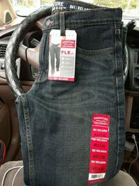 Mens signature levi strauss s61 Relaxed fit jeans Fairfield, 94533