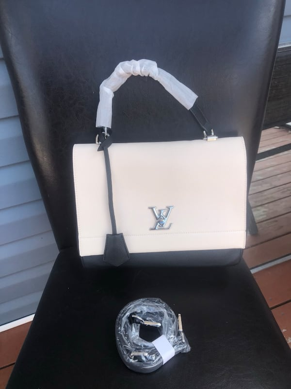 Louis Vuitton unlock me bag  dd5875f4-4736-45f3-90a6-24c24affe2e9