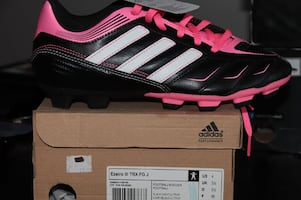 woman football/soccer shoes (outdoor) Adidas