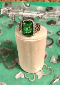 925 sterling silver emerald gemstone ring Los Angeles, 91403