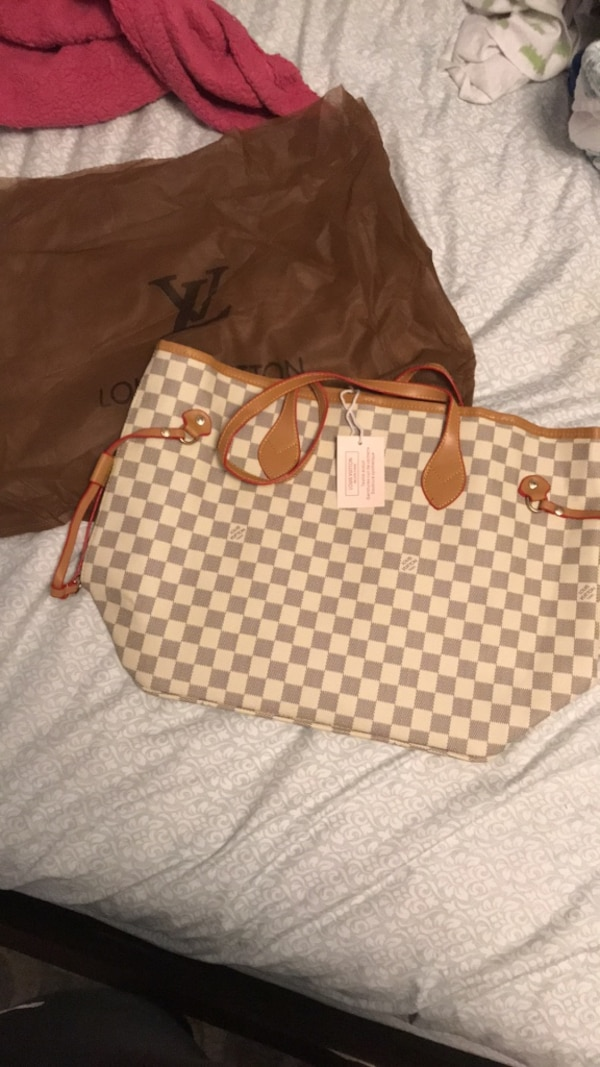 Used Louis Vuitton Purse New With Tags! Great Christmas Gift!!!!! for sale in Toledo