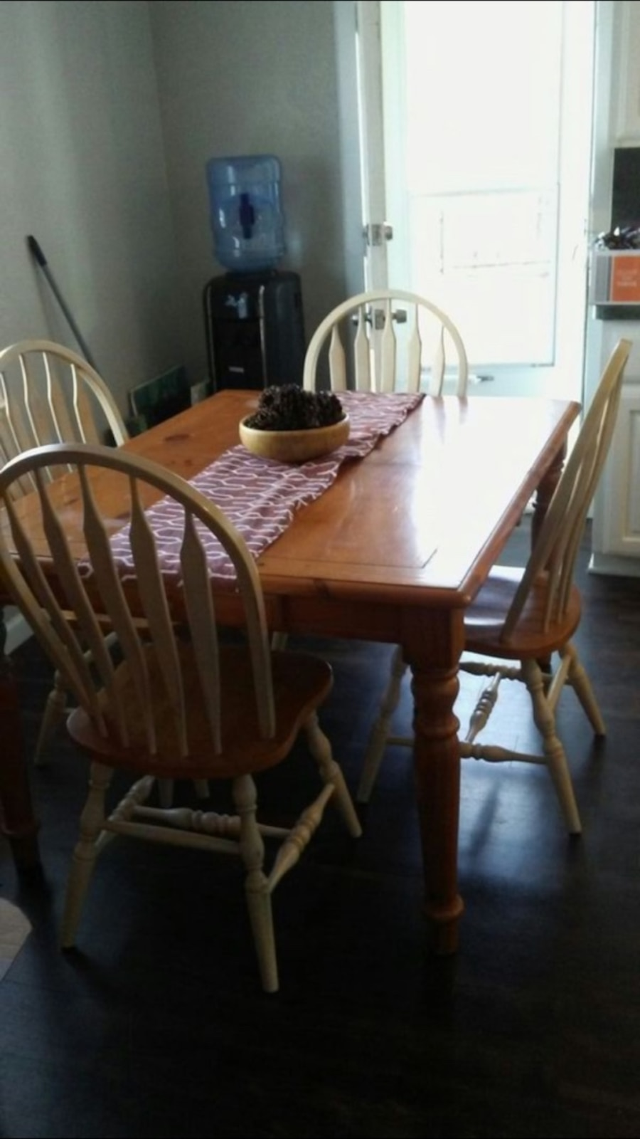 Letgo solid wood dining table with 6chai in garland tx for Dining table with leaf insert