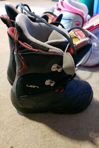 Snowboard boots size 5 kids Barrie