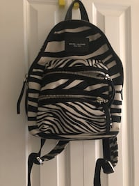 black and white Adidas backpack 舍威·查滋, 20815