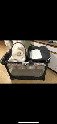 Grace pack n play with accessories and travel bag Mont Vernon, 03057