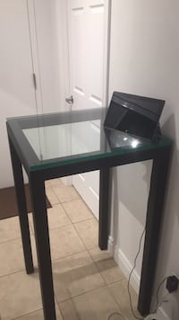 Light metal frame with removable glass top