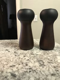 TEAKWOOD SALT AND PEPPER GRINDER SET. WAS VERY EXPENSIVE. EUC. Peoria