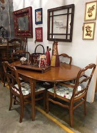 Table with 6 chairs Clarksville, 37040