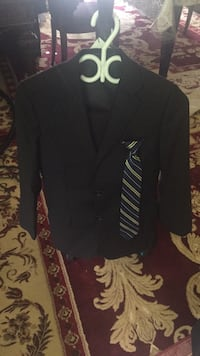 Suits for 10-12 years old has three pieces there Burnaby, V5E 3G7