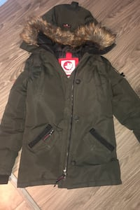 Goose coat. New. Paid 400 Edmonton, T5Y 3R8