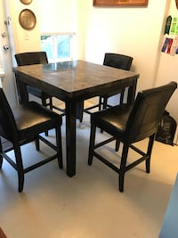Table with 4 chairs pick up Metrotown area Burnaby, V5H 4S7