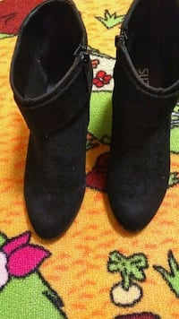 blk ankle boots size 8