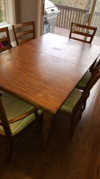 Ethan Allen dining table with 8 chairs Pickering, L1X 2T1