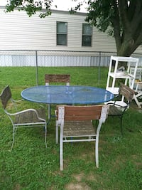 TABLE /FOUR CHAIRS  Radcliff, 40160