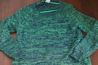 green and white knitted sweater Montréal