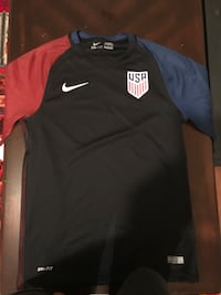 Black and red nike crew-neck shirt Châteauguay, J6K 3T1