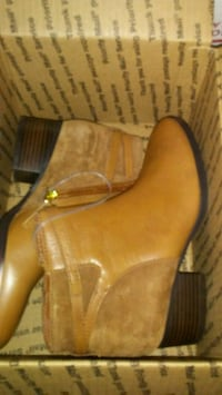 pair of brown leather boots New Orleans, 70119