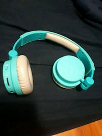 teal and white wireless headphones 552 km