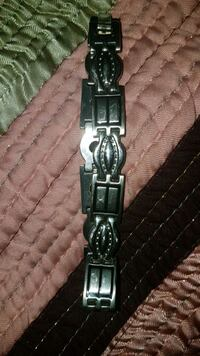 black and silver-colored analog watch 552 km