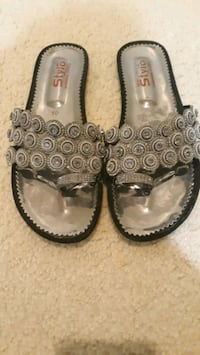 shoes for girls .us 8 size nd pak 10