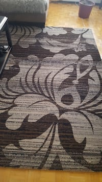 It is very good condition rug and Runner