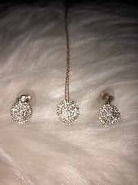 Earrings and necklace set  Montebello, 90640