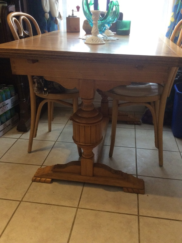 Antique Wooden Dining Table With Pull Out Leaves Usado En Venta En