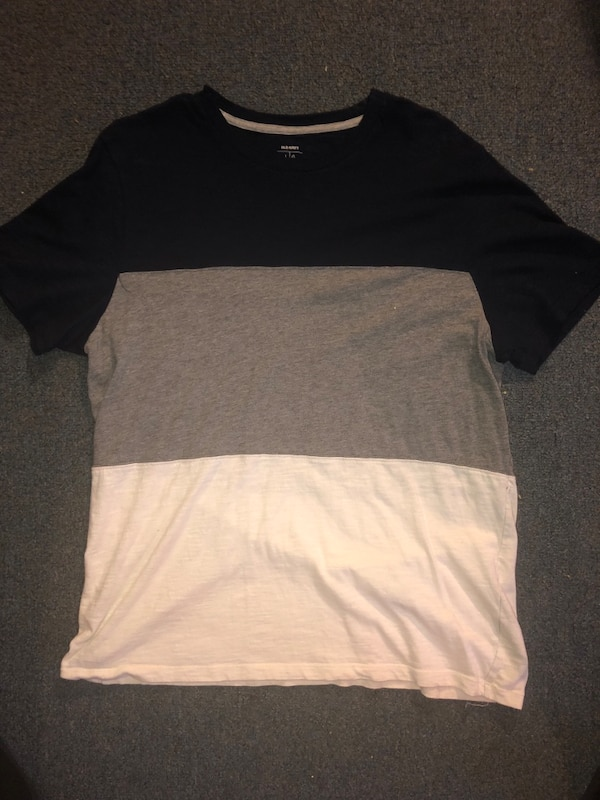 e02109fd1b30 Used Old Navy Men's Striped T-Shirt Large for sale in Anniston - letgo