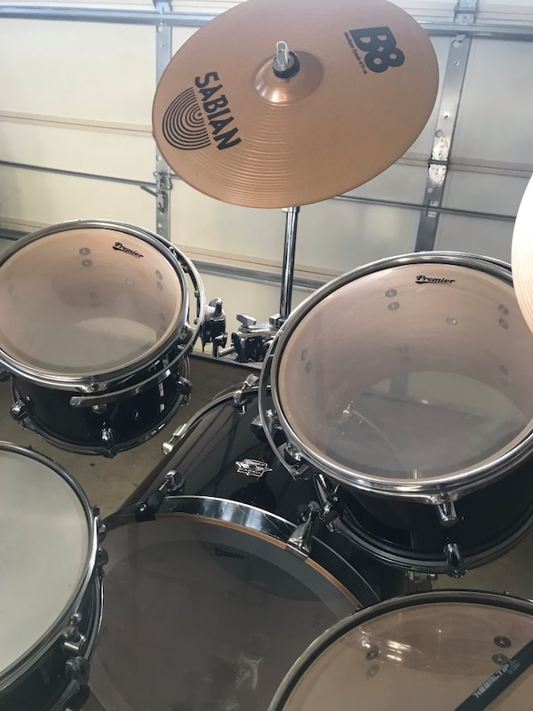 Black and white drum set ebb4d798-046b-48f1-9472-743555a0bfd5