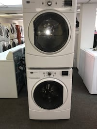 Maytag washer and dryer electric in excellent working conditions