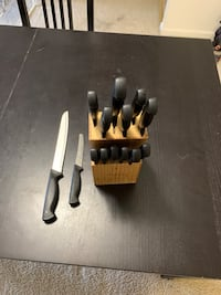 Hampton Forge set of 14 knives different sizes with support Bethesda, 20814
