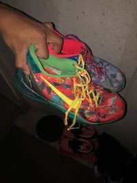 Pair of green-and-red nike basketball shoes Brampton, L7A 4J1
