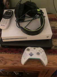 white Xbox One console with controller Burlington, 58722