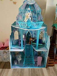 Disney Frozen dollhouse with dolls and furniture  Bryans Road, 20616