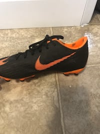 Soccer shoes Calgary, T2A 6W5