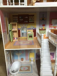 brown and white wooden dollhouse Fairfax, 22031