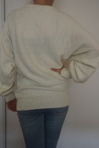 Beautiful vintage, white Winter/Christmas sweater with sequin flowers. Size 36/38, so small/medium. Toronto