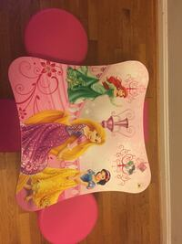 Princess table with 4 stools