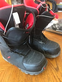 Pair of black-and-red snow boots King, L0G 1T0