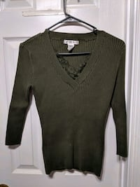 gray v-neck sweater Woodbridge, 22192