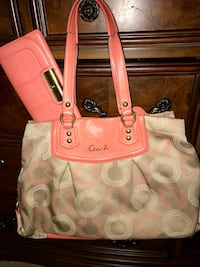 Beautiful Signature Coral Coach with matching wallet ! Hampton, 23669